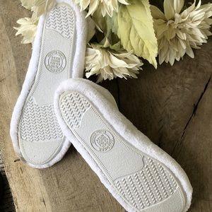isotoner Shoes - Isotoner white machine washable house shoes